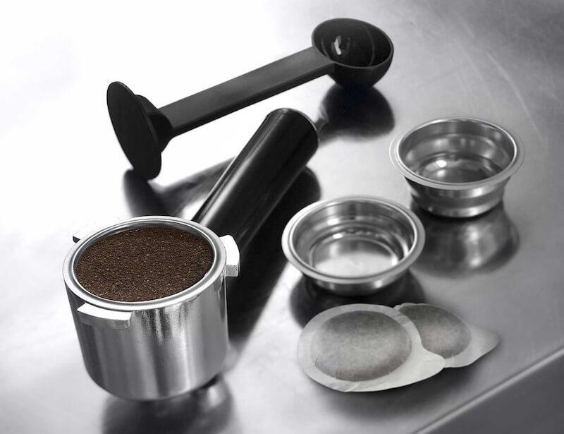 Vyberte si, zda si dáte espress, double shot nebo kávu z ESE kapsle.