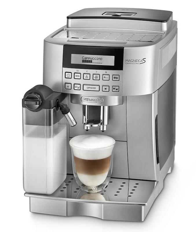 Na základní, plnoautomatický kávovar DeLonghi 22.360 překvapí.