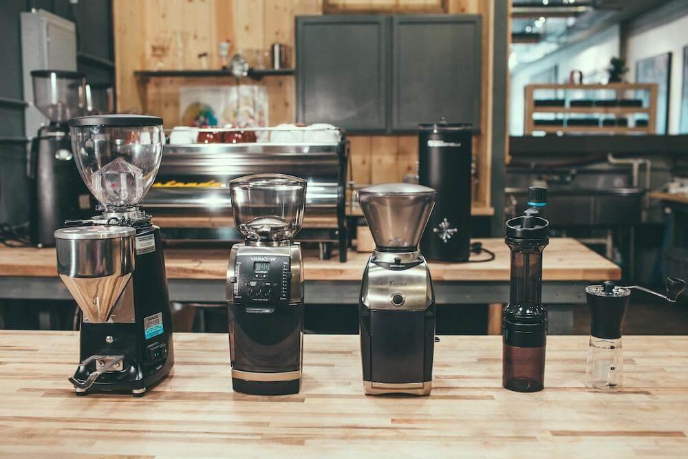 Nebojte se do mlýnku na kávu zainvestovat.