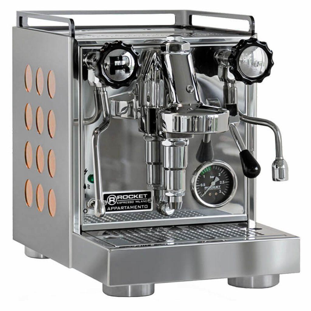Cena kvalitního pákového kávovaru se může vyšplhat opravdu vysoko.