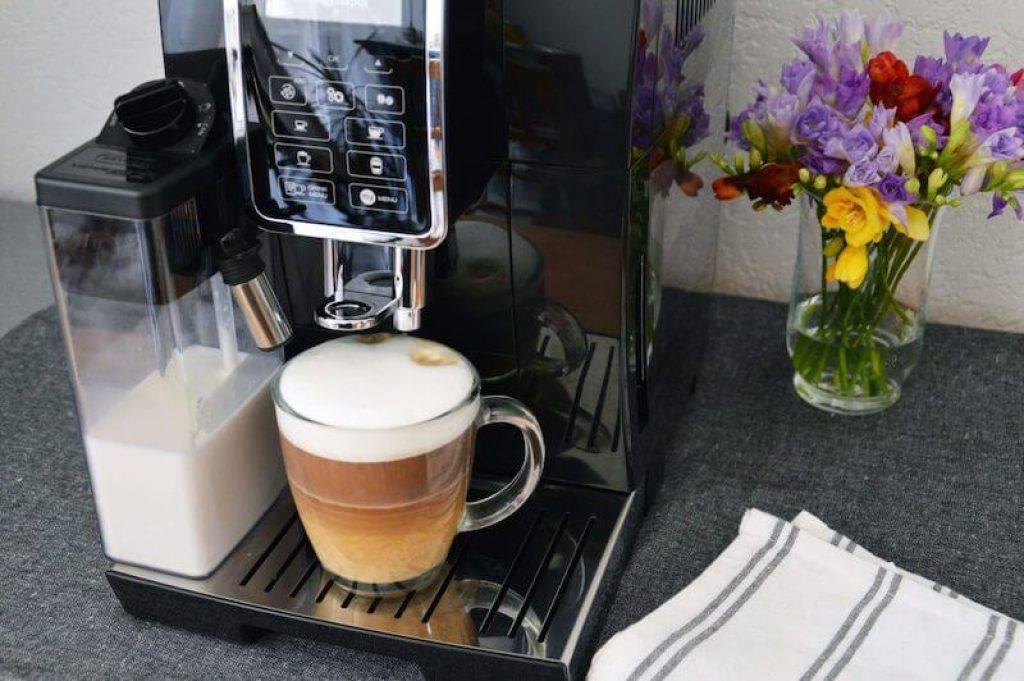 DeLonghi ECAM 350 vám vykouzlí skvělé Cappuccino