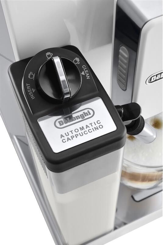 Množství mléka lze nastavit v systému kávovaru, jeho strukturu potom přímo na šlehači