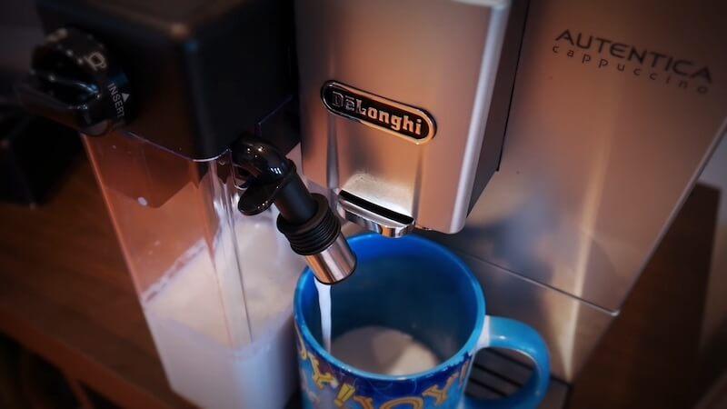 Systém šlehání mléka LatteCrema v akci