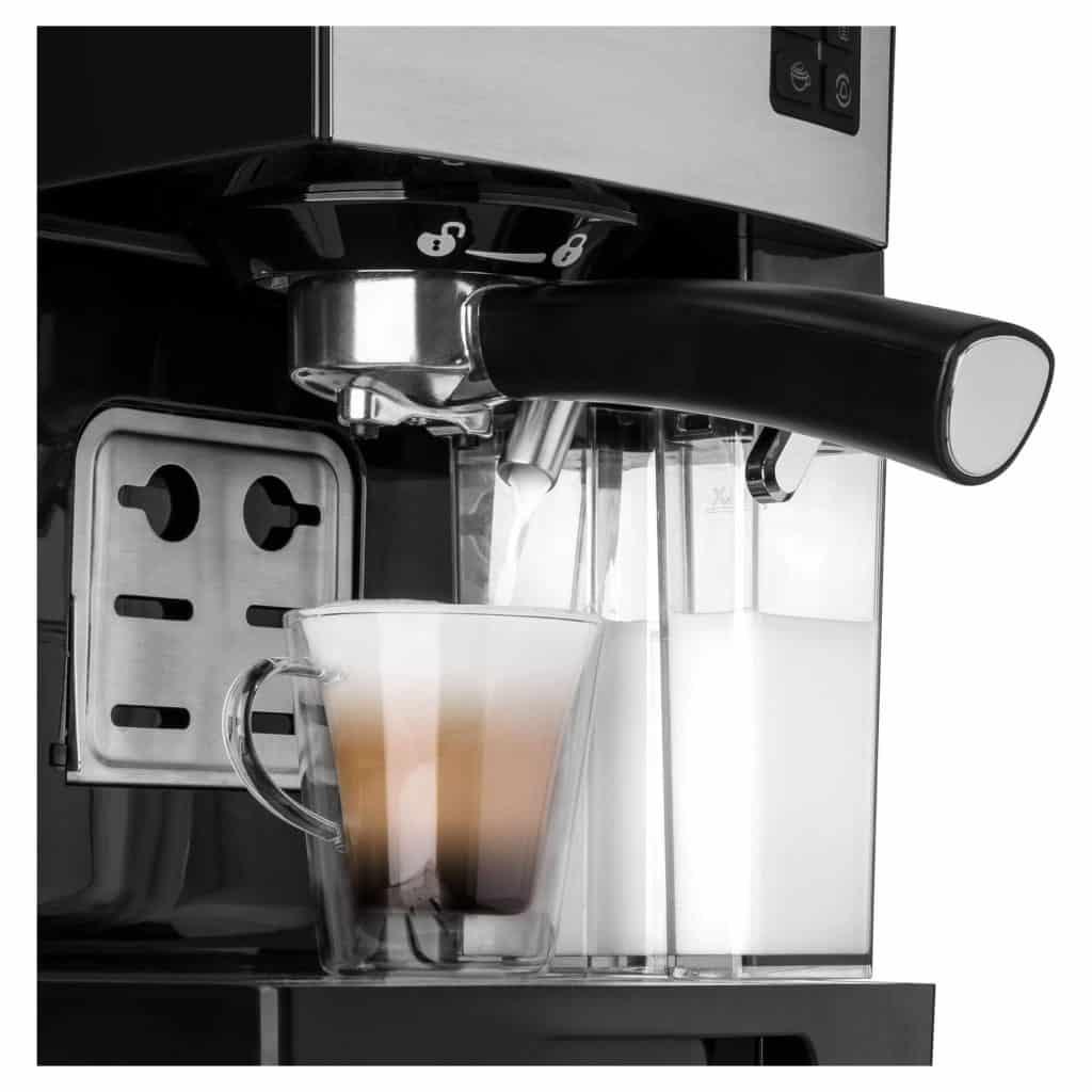 Kávovar vám připraví i lahodné cappuccino